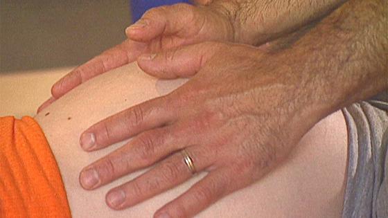 mains_sur_ventre